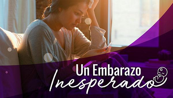Miniatura del curso Un embarazo Inesperado donde aparece una mujer viendo una prueba de embarazo preocupada